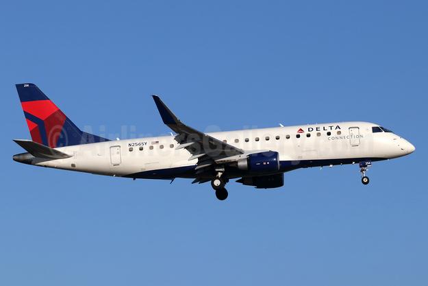 Delta Connection-SkyWest Airlines Embraer ERJ 170-200LR (ERJ 175) N256SY (msn 17000647) SNA (Michael B. Ing). Image: 947315.