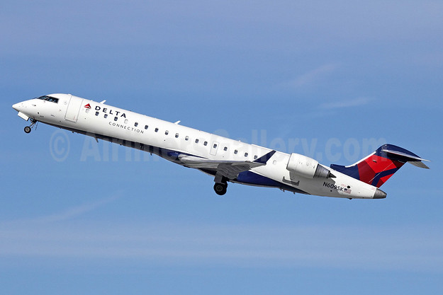 Delta Connection-SkyWest Airlines Bombardier CRJ700 (CL-600-2C10) N609SK (msn 10020) LAX (Michael B. Ing). Image: 911199.