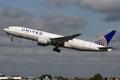 United Airlines Boeing 777-222 ER N784UA (msn 26951) LHR (SPA). Image: 929607.