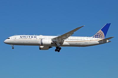 United Airlines Boeing 787-9 Dreamliner N35953 (msn 36404) LAX (Michael B. Ing). Image: 930054.