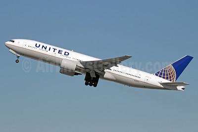 United Airlines Boeing 777-222 ER N784UA (msn 26951) LAX (Michael B. Ing). Image: 921577.