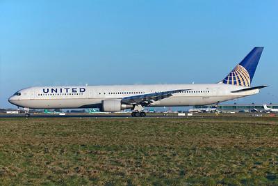 United Airlines Boeing 767-424 ER N78060 (msn 29455) DUB (Greenwing). Image: 929139.
