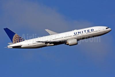 United Airlines Boeing 777-222 ER N796UA (msn 26931) LHR (SPA). Image: 929609.
