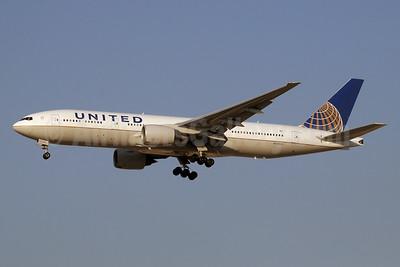 United Airlines Boeing 777-222 ER N204UA (msn 28713) DXB (Paul Denton). Image: 911667.