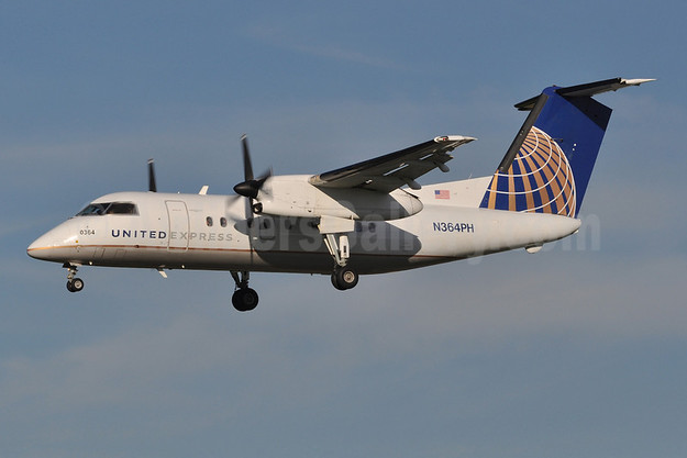 united express commutair bombardier dhc 8 202 q200 n364ph msn