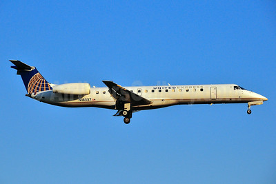 United Express-ExpressJet Airlines Embraer ERJ 145LR (EMB-145LR) N18557 (msn 145596) RDU (Ken Petersen). Image: 929518.
