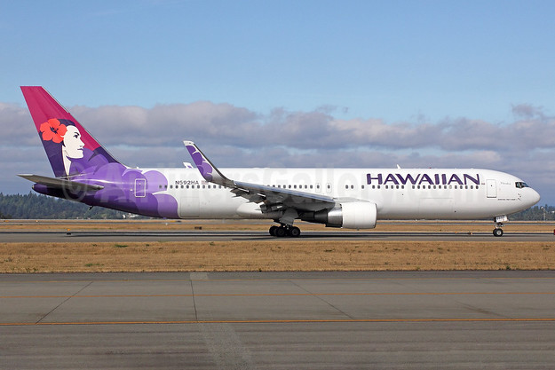 Hawaiian Airlines Boeing 767-3CB ER WL N592HA (msn 33468) SEA (Michael B. Ing). Image: 921922.