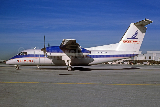 Henson Airlines-Piedmont Regional Airline de Havilland Canada DHC-8-102 Dash 8 N917HA (msn 75) MIA (Bruce Drum). Image: 103719.