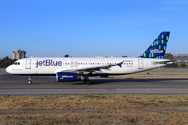 JetBlue Airways Airbus A320-232 N589JB (msn 2215) (Highrise) LGB (Michael B. Ing). Image: 941680.