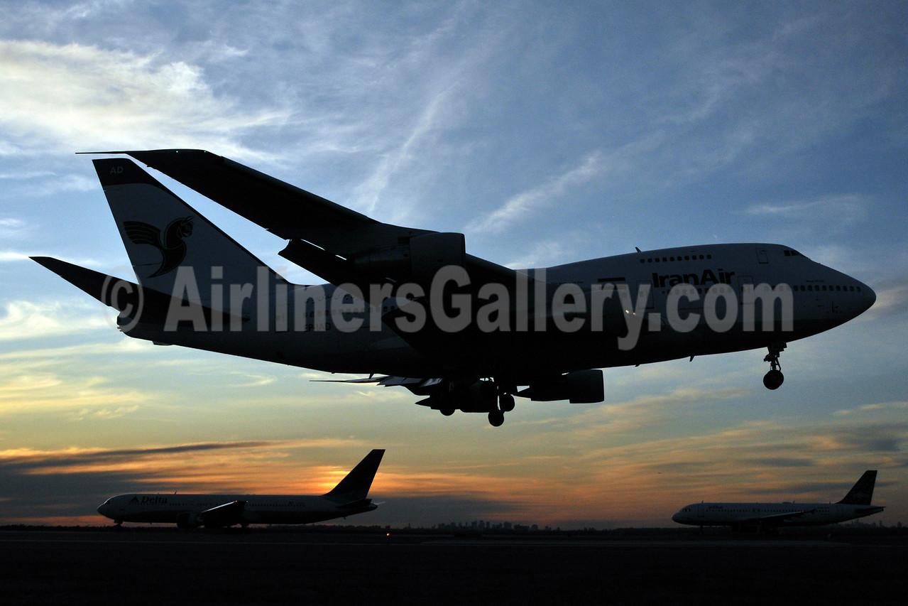Beauty of Flight - Sunset at New York JFK - IranAir Boeing 747SP arrives (Ken Petersen). Image: 903989.